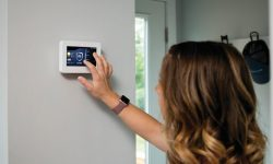 How Touchscreens Benefit Both Security Integrators and Homeowners