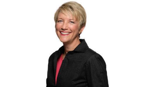 SIA Honors Tracy Larson as 2021 Sandy Jones Volunteer of the Year